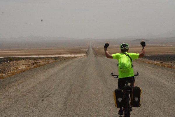 Varzaneh-Desert-Ashkan-Karimi_E2_80_8E-See-You-in-_d675d1757b0d489efa416daace25fd65