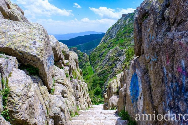 stairway-leading-to-babak-castle